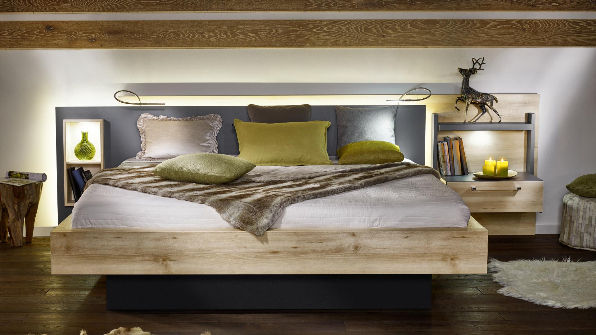 eleganckie łózko nolte z drewnianymi elementami