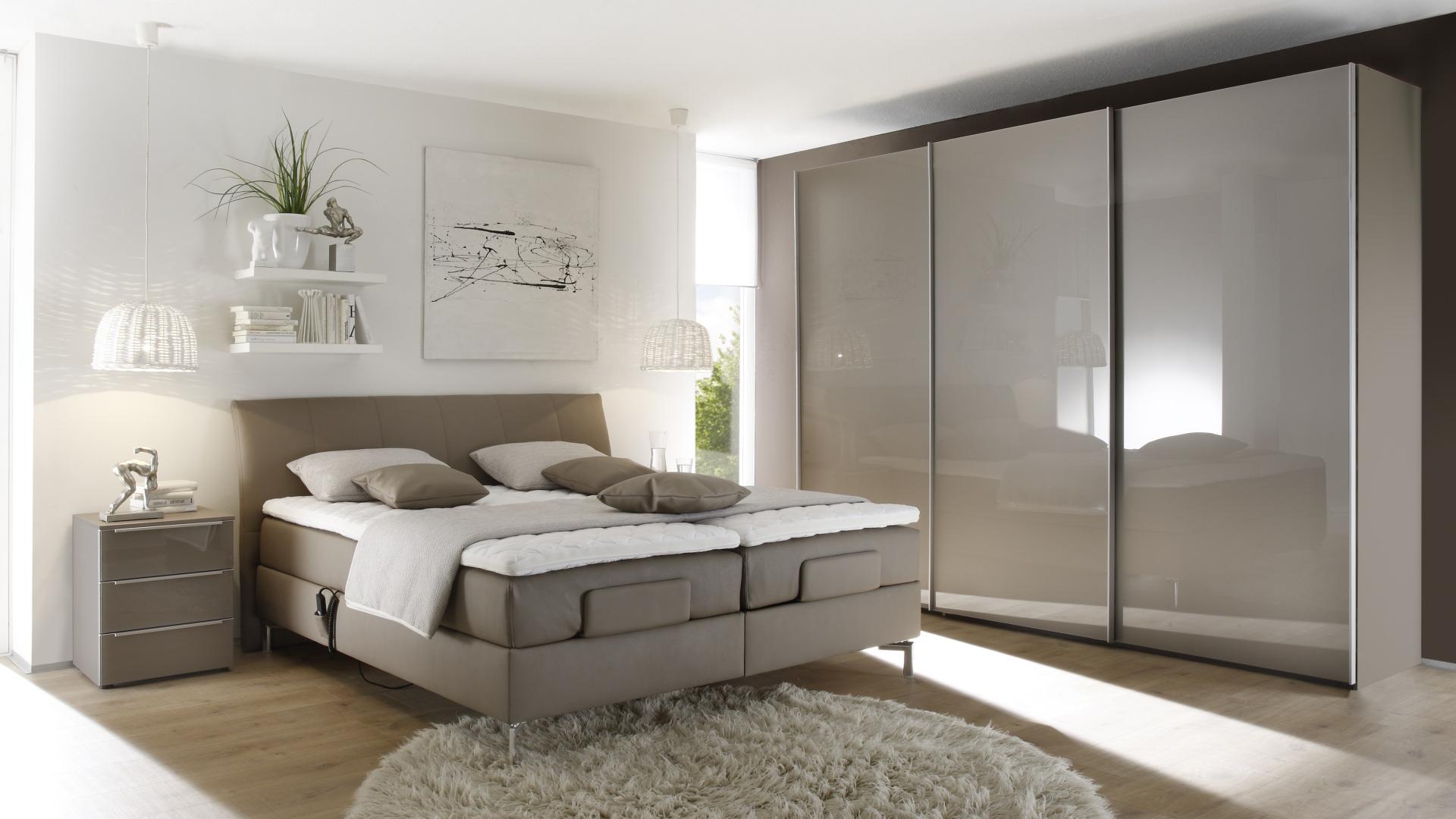 elegancka sypialnia z meblami wyprodukowanymi w niemczech