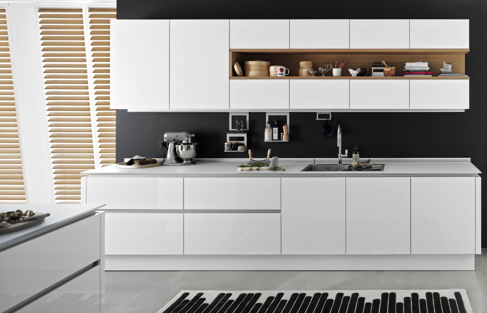Biała kuchnia z fornirowaną wnęką Nolte Kuchen Nature