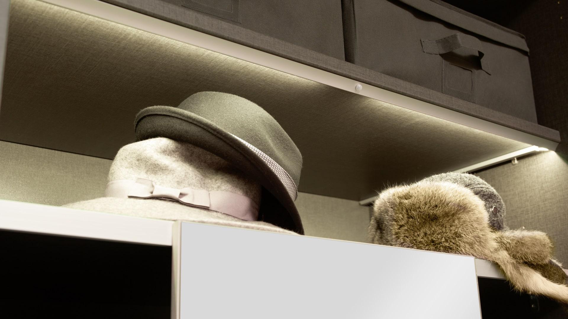 kapelusze schowane szafie nolte