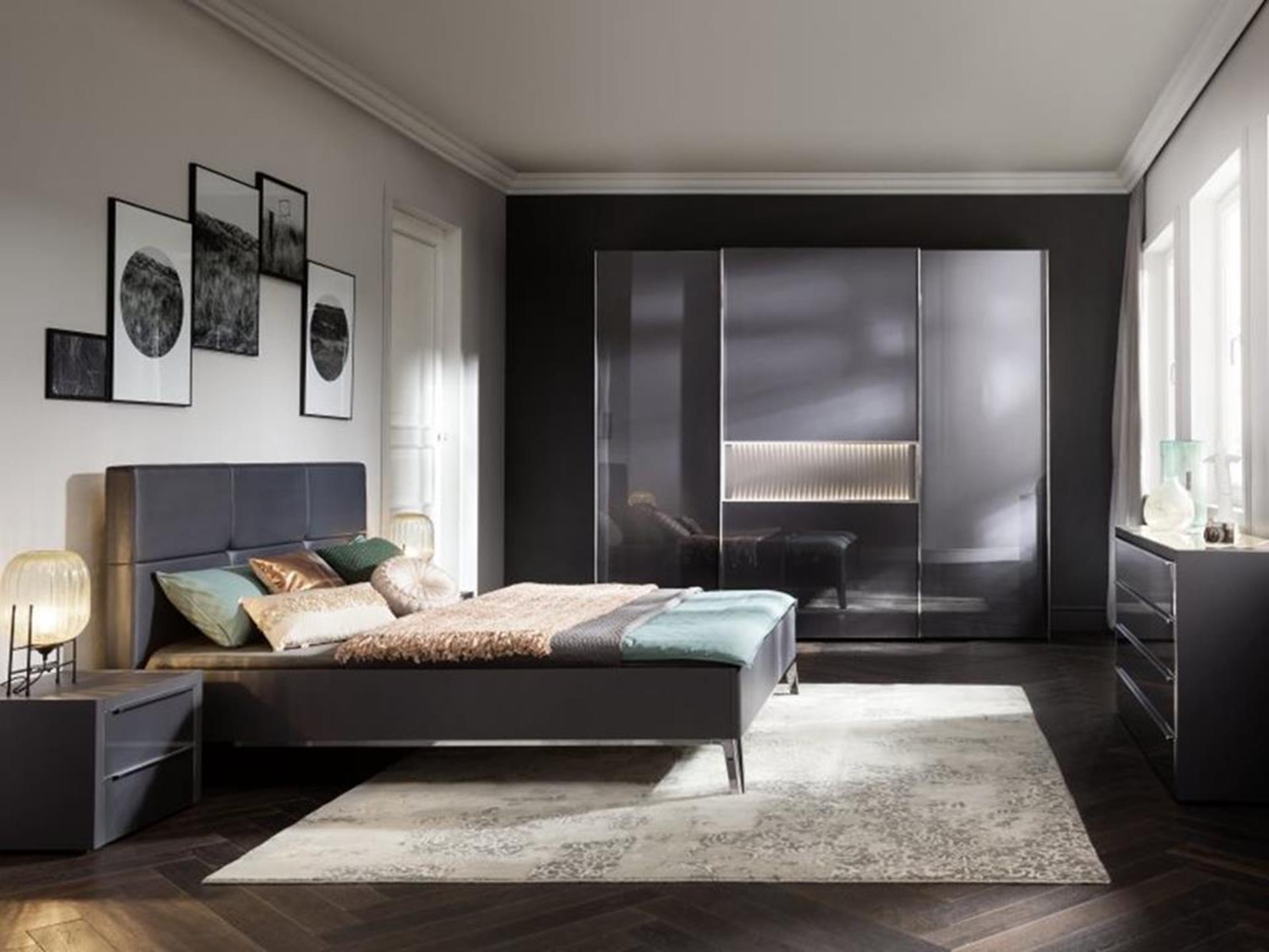 ekskluzywna sypialnia z łóżkiem i szafą firmy nolte