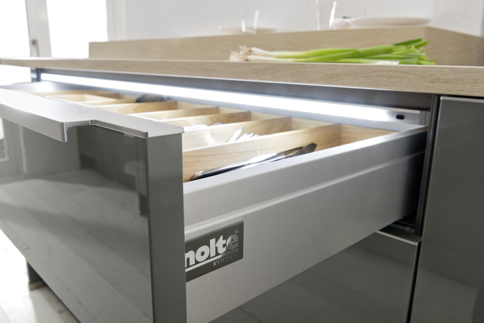 szuflada kuchenna z wewnętrznym oświetleniem