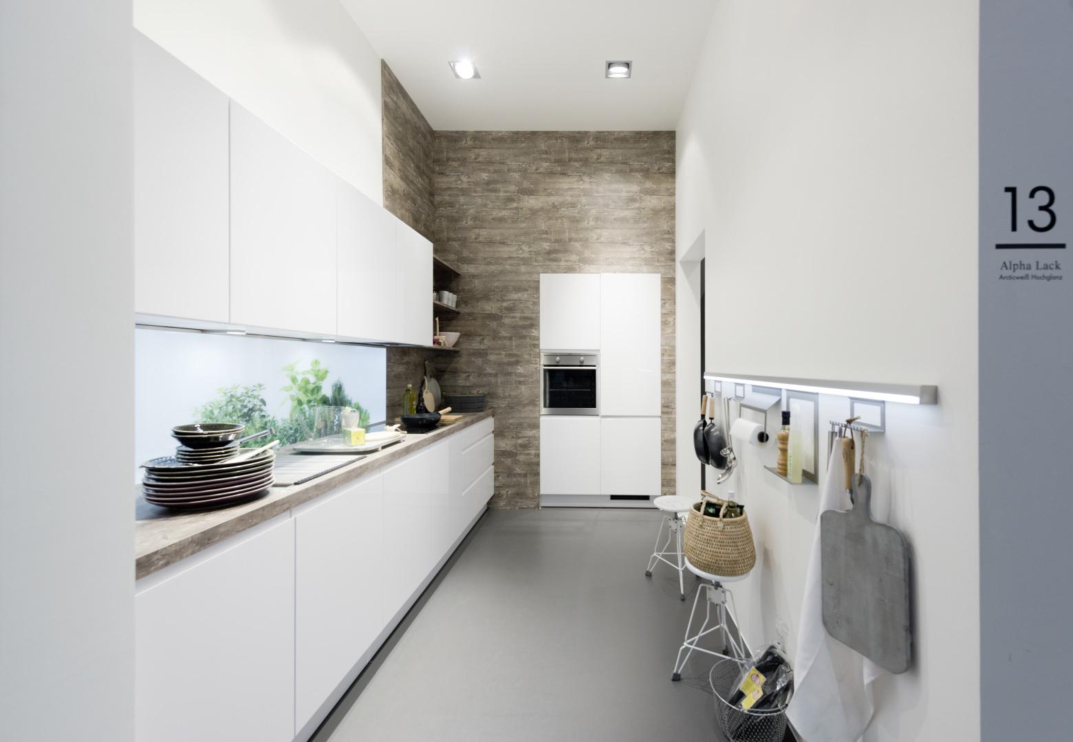 bezuchwytowa kuchnia alpha lack nolte kuchnia zimny biały lakier połysk