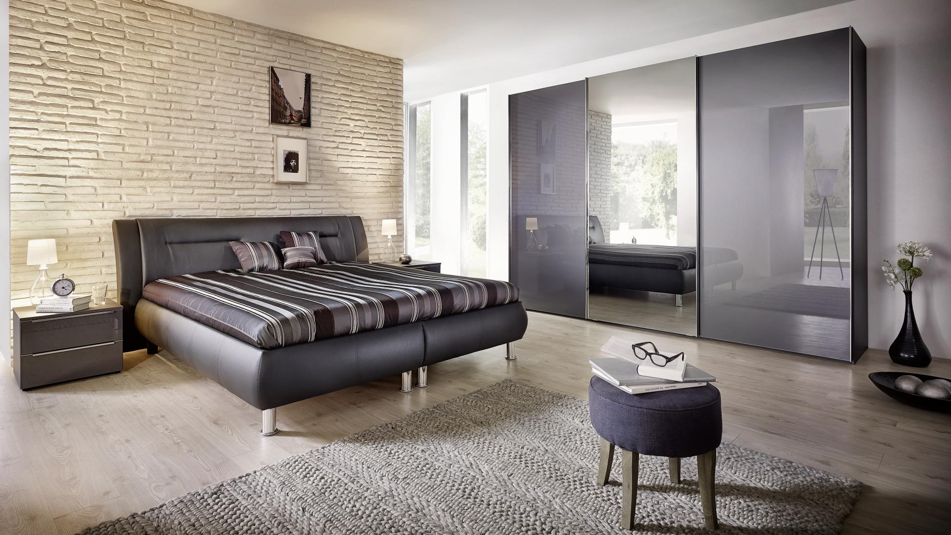 pokój z łóżkiem i meblami firmy nolte