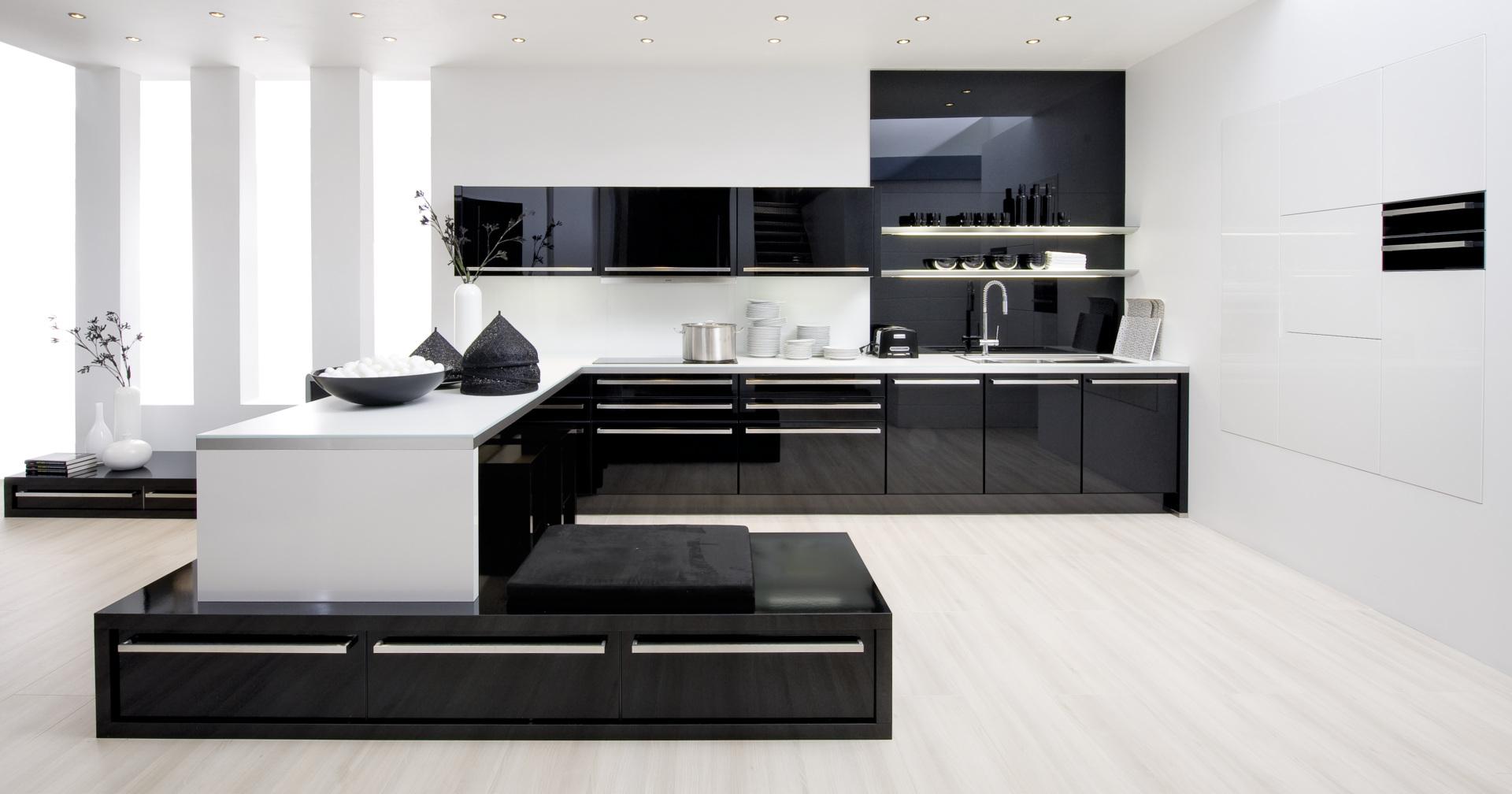 czarna kuchnia ze szklanymi frontami nolte kuchen glas tec plus