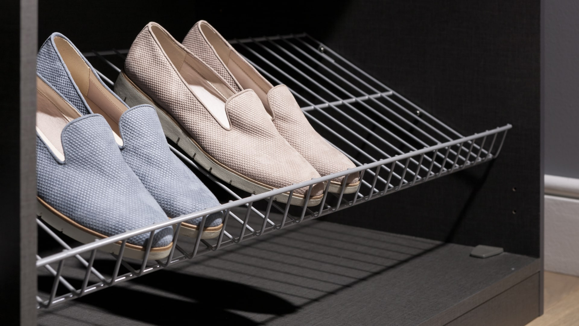 nowoczesna pólka na buty