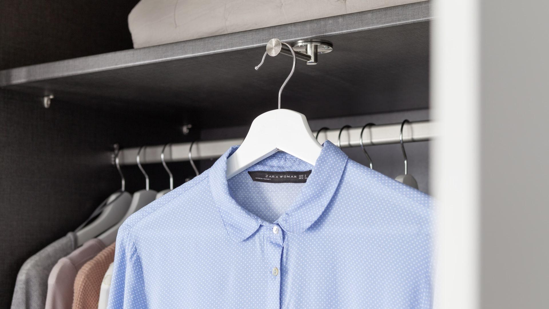 zewnętrzny wieszak na ubranie firmy nolte