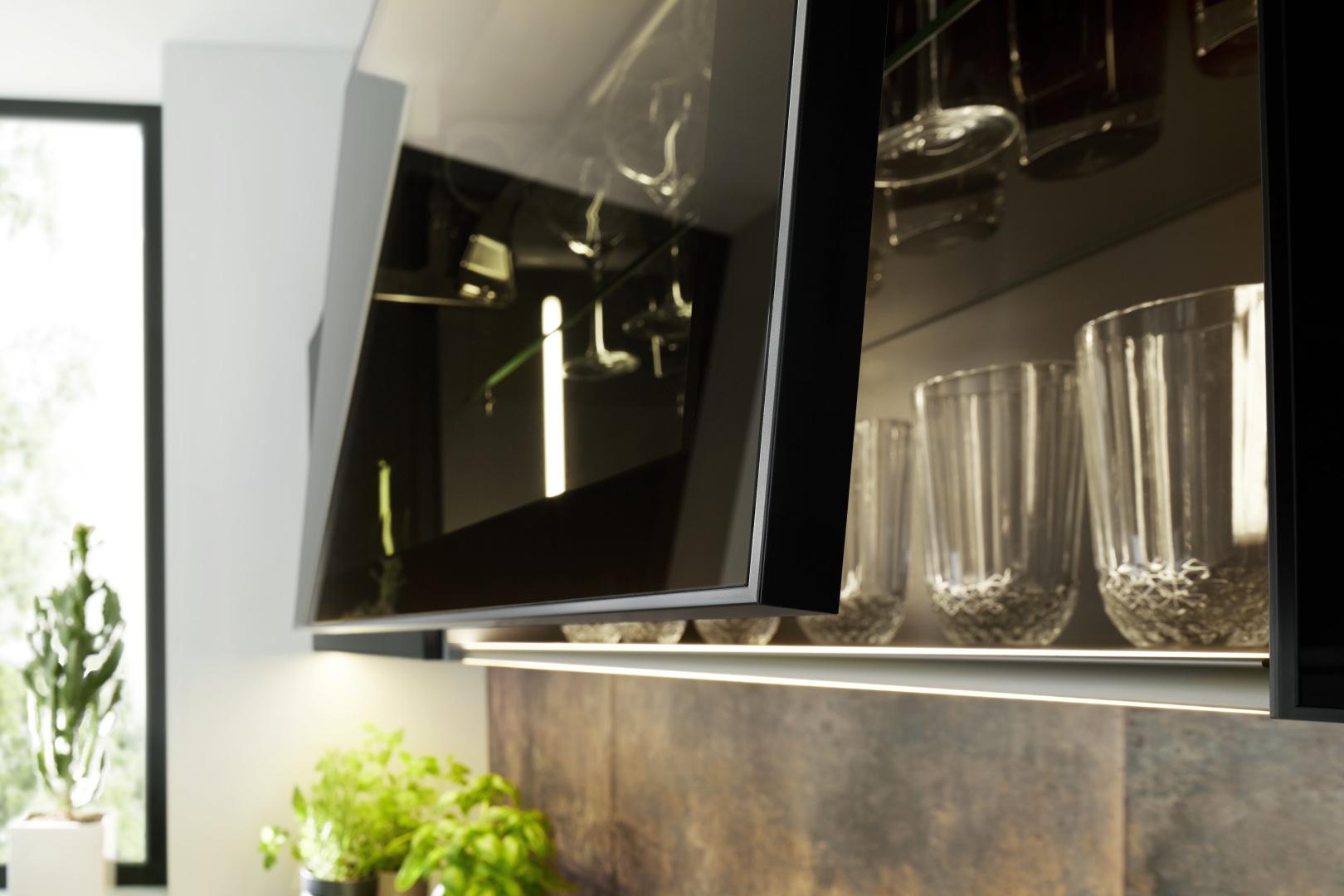 biała kuchnia ze szklanymi frontami nolte kuchen glas tec plus witryny
