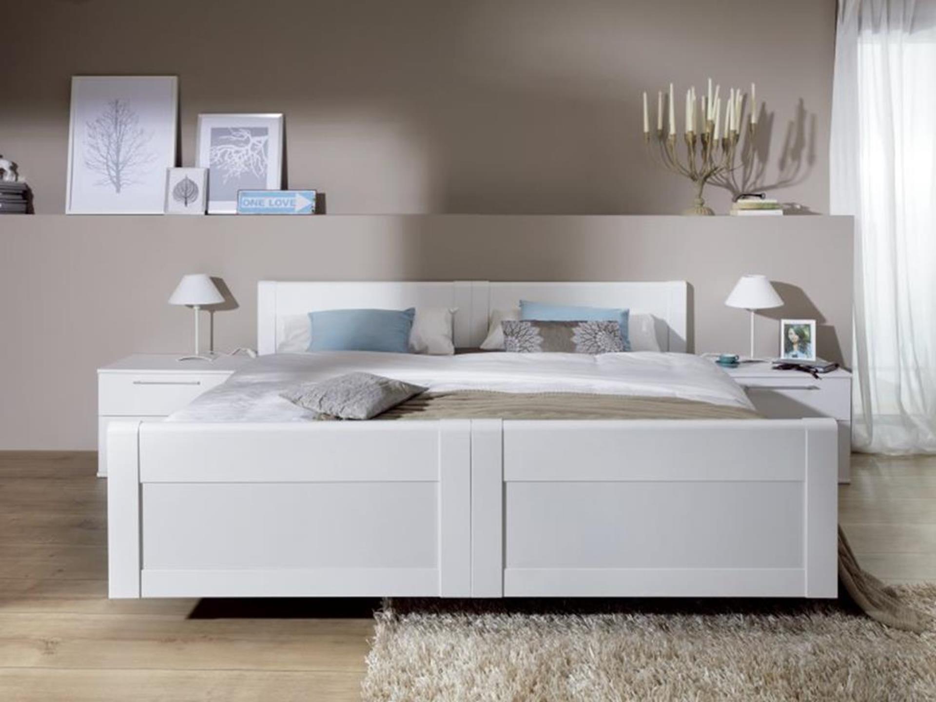 białe łóżko niemieckiej firmy nolte
