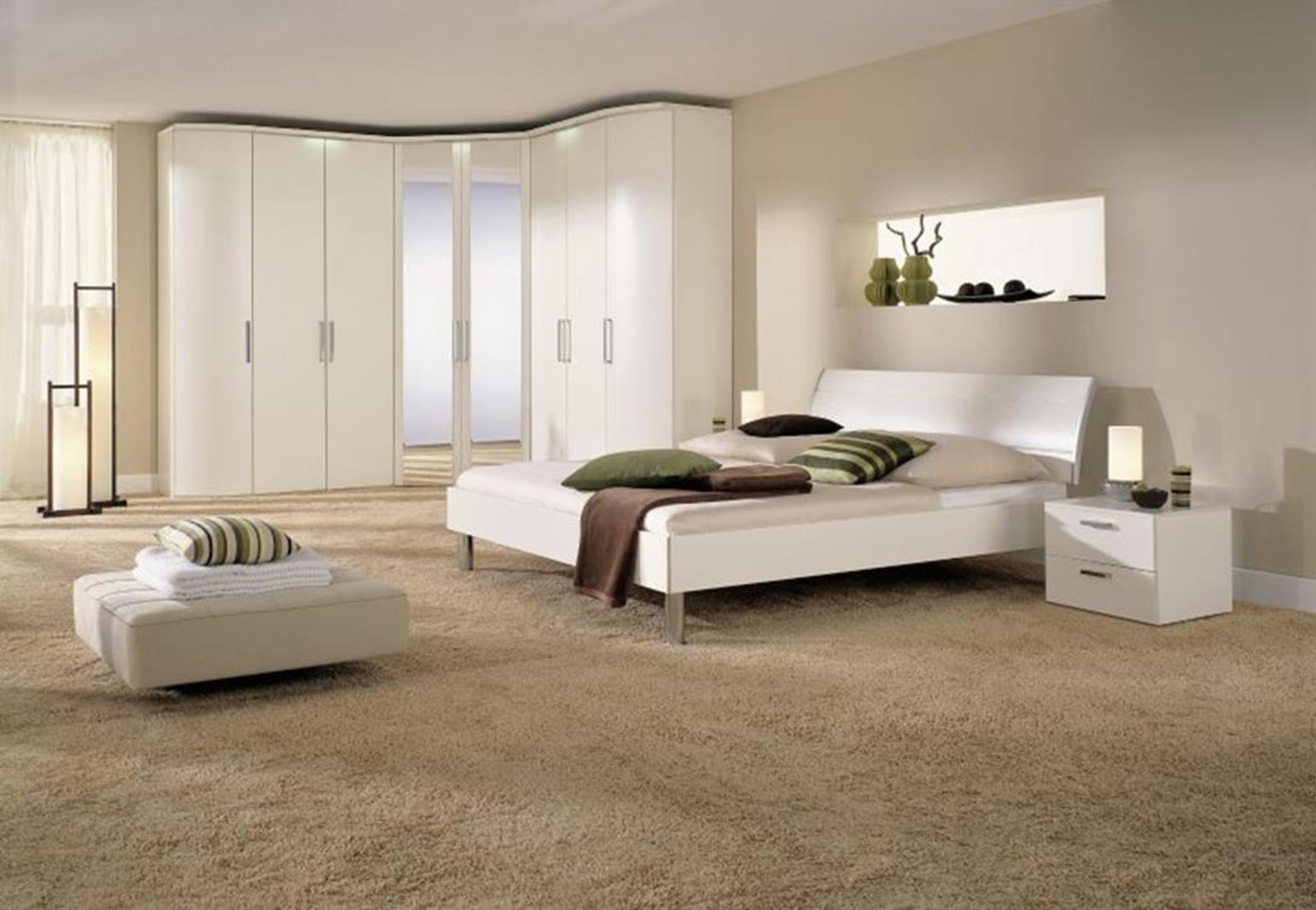 ekskluzywna sypialnia z komodą i szafą nolte