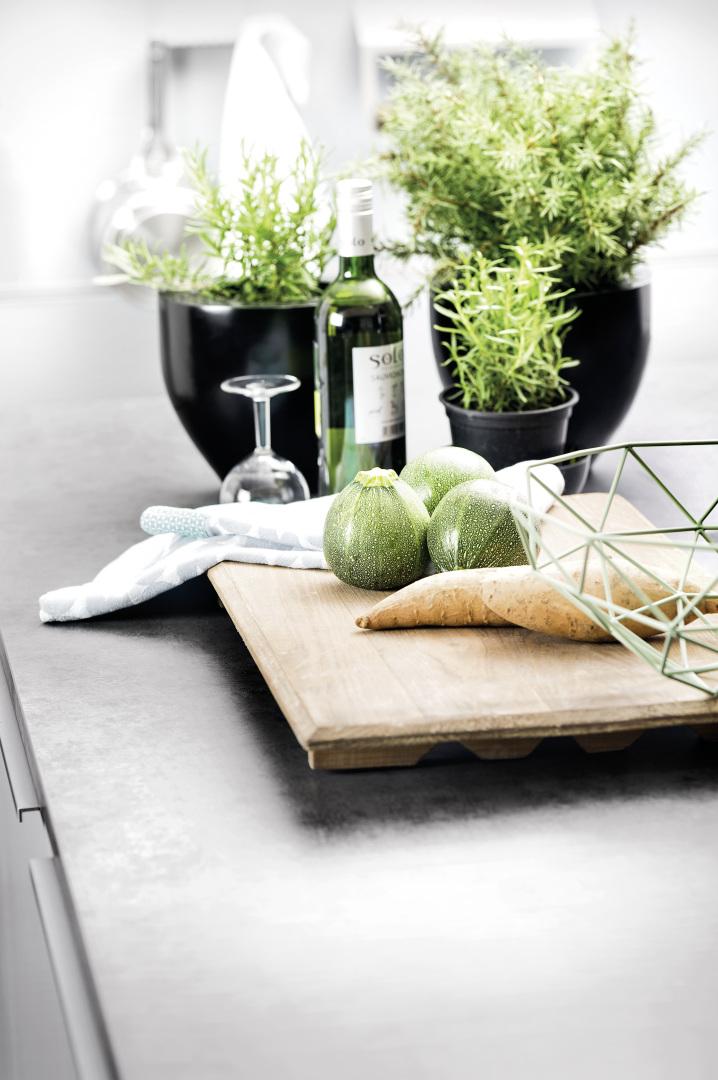 wykończenie nowoczesnej kuchni laminowanym blatem