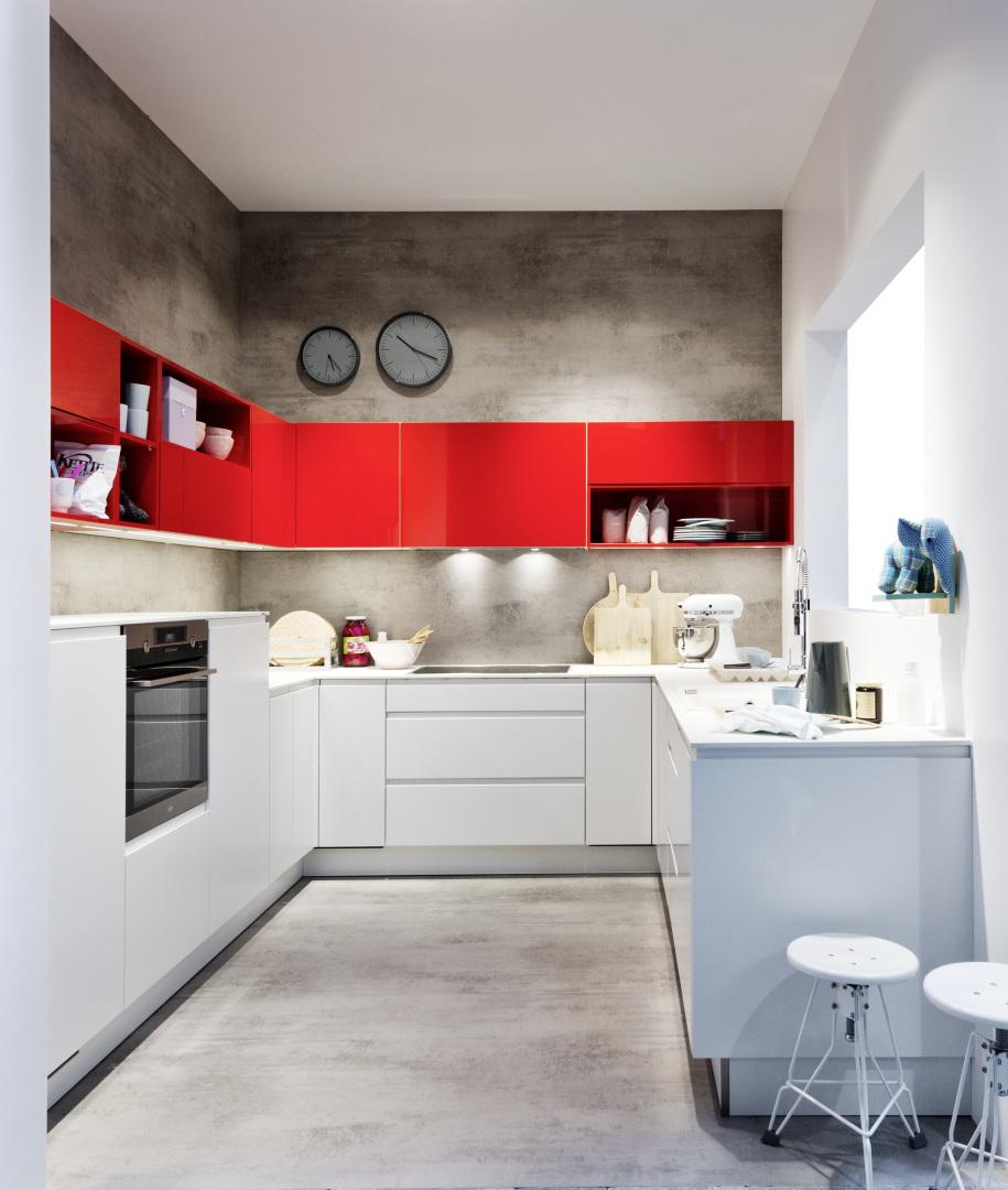 biało-czerwona kuchnia bezuchwytowa