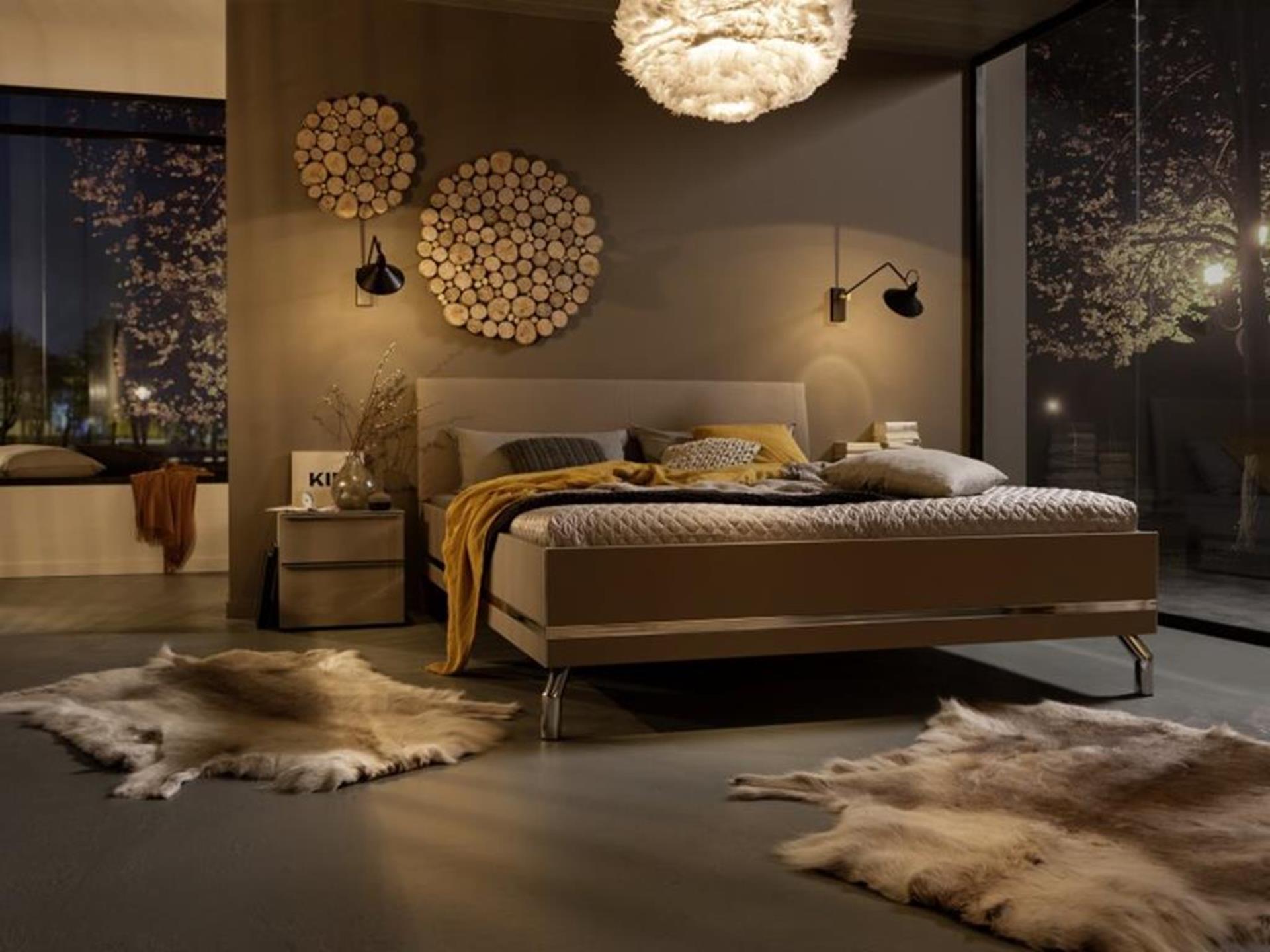 ekskluzywne łóżko w nastrojowych wnętrzach